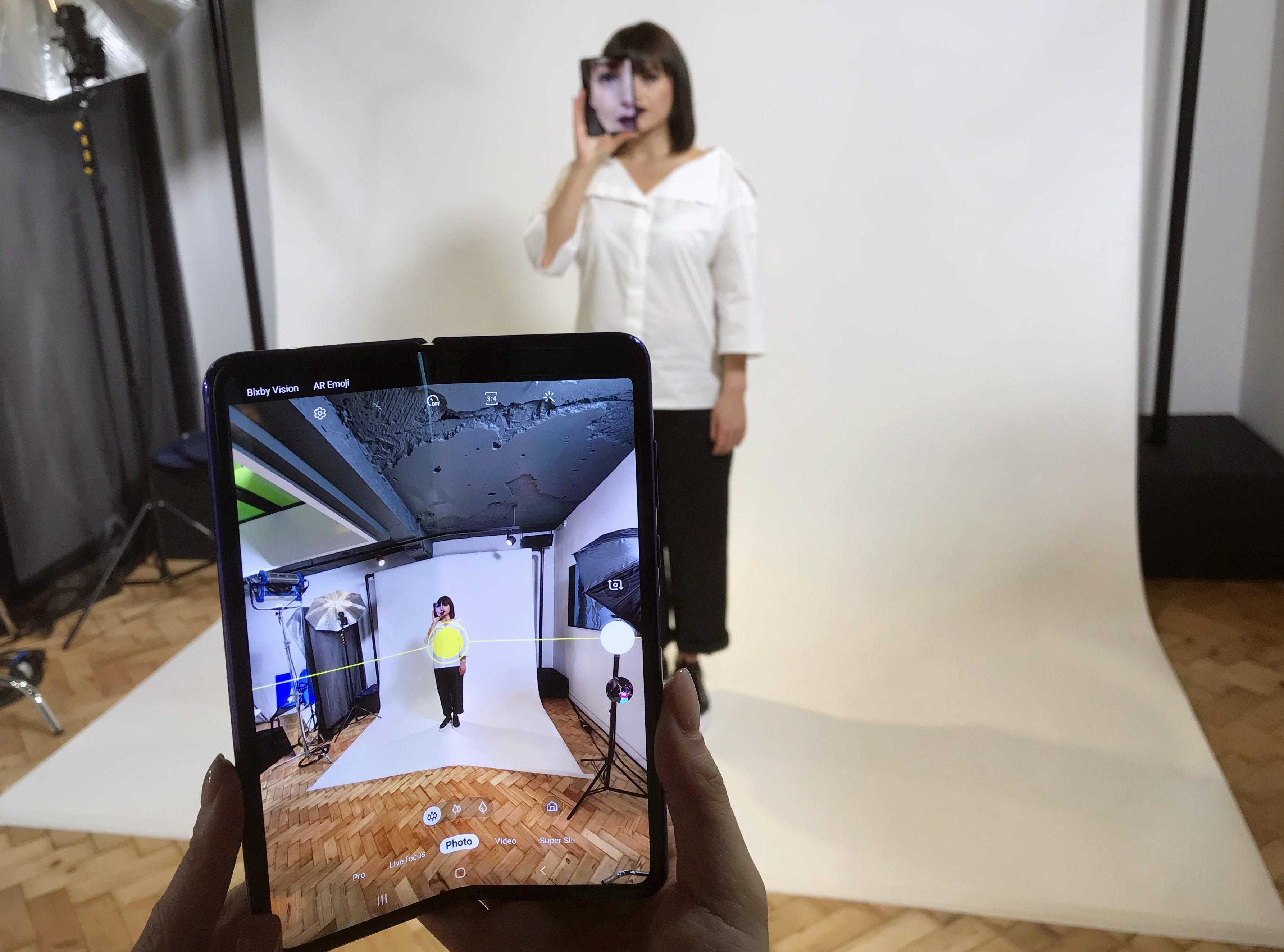 Galaxy Fold, celular com tela dobrável da Samsung, chega ao Brasil por R$ 12.999