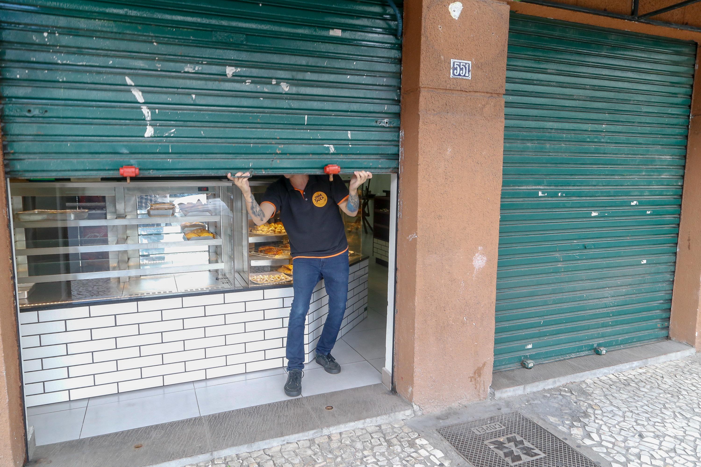 Londrina e outros 21 municípios decidem pela continuidade do fechamento do comércio