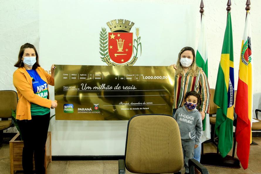 Dia especial para a Engenheira Civil Camila V. moradora de Maringá, ela recebeu nesta sexta-feira (09/07) o prêmio máximo do programa Nota Paraná, com o qual foi contemplada no sorteio deste mês reali